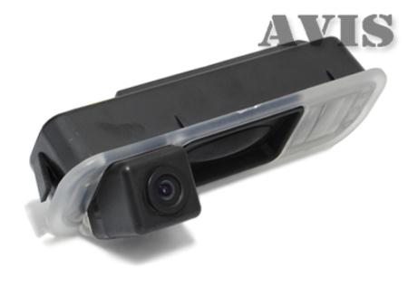 Штатная камера заднего вида Avis AVS327CPR (#015) для FORD FOCUS III (2011-...), интегрированная с ручкой багажника