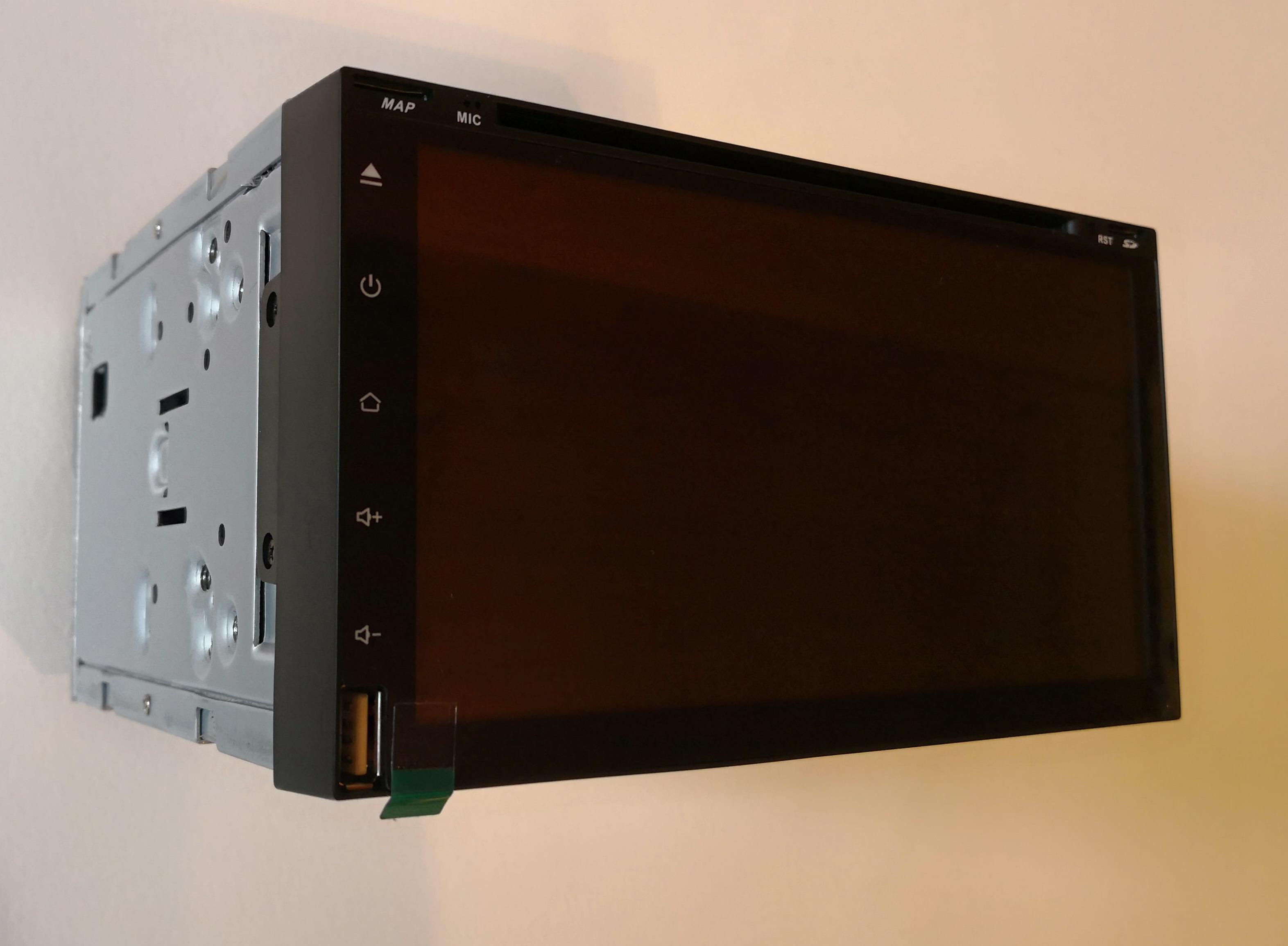 Штатная магнитола CARMEDIA TP-UN001 DVD универсальная установка II DIN (кабель Nissan в комплекте) (+ камера заднего вида) штатная магнитола carmedia nm 5002 универсальная установка ii din