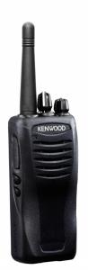 KENWOOD TK-2407M (+ настройка и программирование бесплатно!)Kenwood<br>Kenwood TK-2406 — профессиональная носимая радиостанция работающая в нижнем частотном диапазоне VHF, выполненная в прочном корпусе из ударостойкого материала. Также рация обладает отличной защитой от проникновения внутрь влаги и пыли, по полному соответствию стандартам MIL STD 810 и IP 54\55