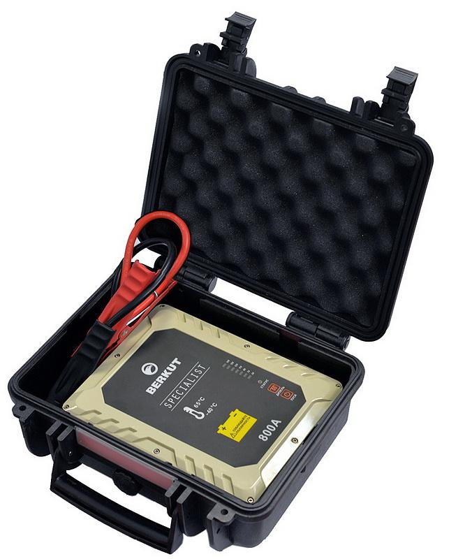 Купить со скидкой Пусковое устройство конденсаторное BERKUT SPECIALIST JSC-800C (+ портативный аккумулятор 2000 мАч в