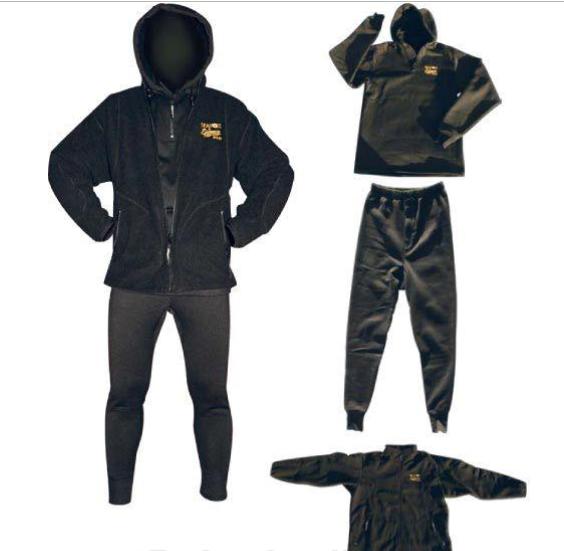 Костюм SeaFox Pro XXLSeaFox<br>Тёплый костюм SeaFox Pro состоит из трех частей: куртки, свитера с капюшоном (на кнопках, отстегивается) и штанов с манжетами, создающими определенную защиту от холода.