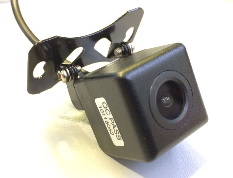 Универсальная камера CarEye CCD UniУниверсальные<br>Универсальная камера заднего вида проста в установке и незаметна, что позволяет избежать ее кражи или повреждения.